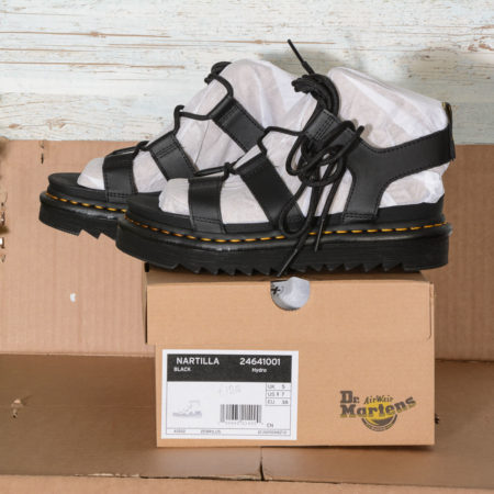 SANDALI donna in pelle nera NARTILLA Dr Martens BLACK HYDRO LEATHER
